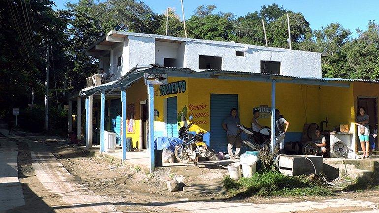 Minca Colombia mototaxi casa elemento