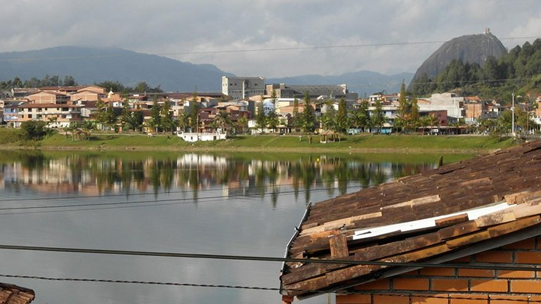 hostel guatape lake view colombia